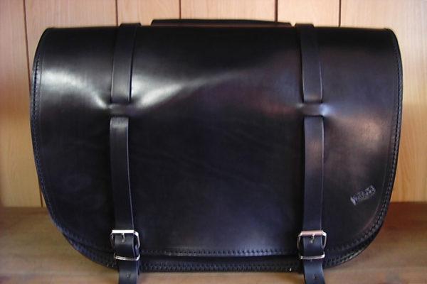 borsa moto nera in cuoio modello grande con cinghie max-cuoio torino