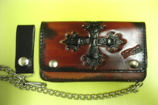 portafoglio personalizzato in cuoio con croce decorato rilievo max cuoio torino