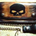 portafoglio personalizzato in cuoio con teschio nero max cuoio torino