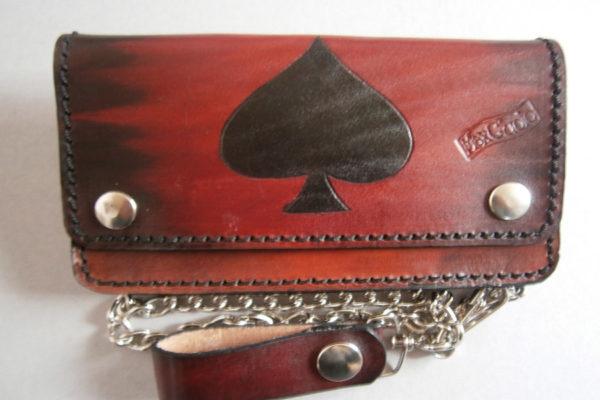 portafoglio con disegno di picche in cuoio rosso max cuoio torino